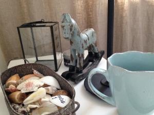 morgonkaffe vid sängbordet